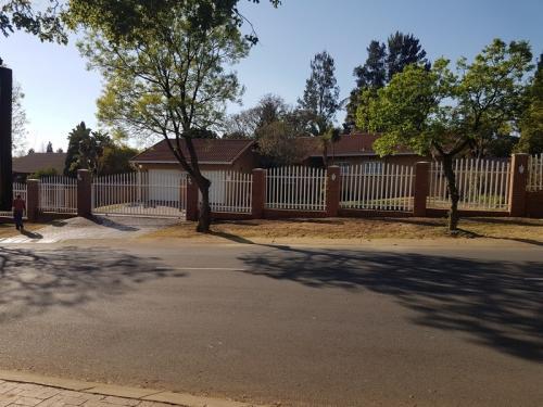 Boundary wall in Sunninghill Johannesburg15